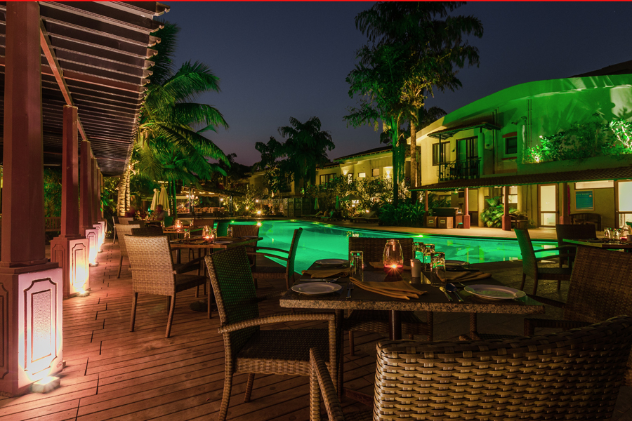 pool side dining in goa